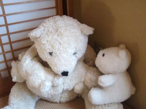 白クマのぬいぐるみ