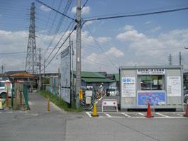 高柳駅駐車場沿い通路